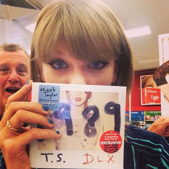 The deluxe #TS1989 is at Target & I just got my copy! 3 voice memos + 3 extra songs, 13 Polaroids. Anddddd hi Dad. -Taylor Swift-
