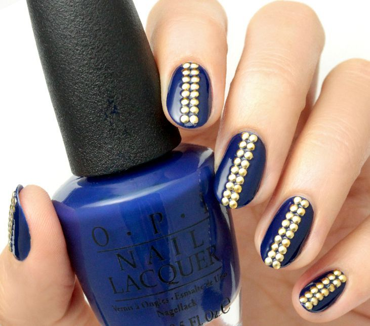 1441312598-navy-blue-studded-manicure.jpg (731×644)