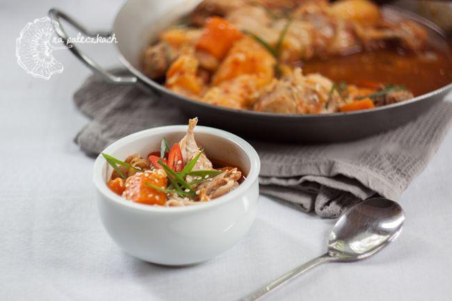 Dakdoritang (닭도리탕) to potrawka z kurczaka, przygotowana na bazie gochujang (고추장). Przepis na to proste danie kuchni koreańskiej znajdziecie na blogu: www.napaleczkach.pl | Spicy Korean Chicken Stew, kuchnia koreańska