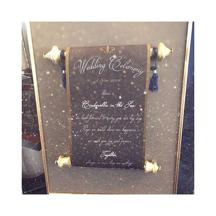 ウェルカムボード 妄想だけしてて1週間前に作った。笑 デザイン、印刷、工作全て2人の手作り  前にも書きましたが、受付スペースは結構シックなので色味はそれに合わせて、でもシンデレラ要素入れたいので舞踏会の招待状風にしました!  #アルモニーアンブラッセ#結婚式#結婚準備#結婚式準備#結婚式DIY#marry花嫁図鑑 #プレ花嫁#marry花嫁#2016秋婚#ウェディングニュース#ハナコレ花嫁#手作り結婚式#ウェディングレポ#結婚式レポ#シンデレラウェディング#ガラスの靴#instacouple#instamarry