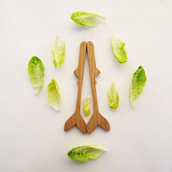 Retrouvez cet article dans ma boutique Etsy https://www.etsy.com/fr/listing/208820573/couverts-a-salade-en-bois-poissons-en #teampinterest