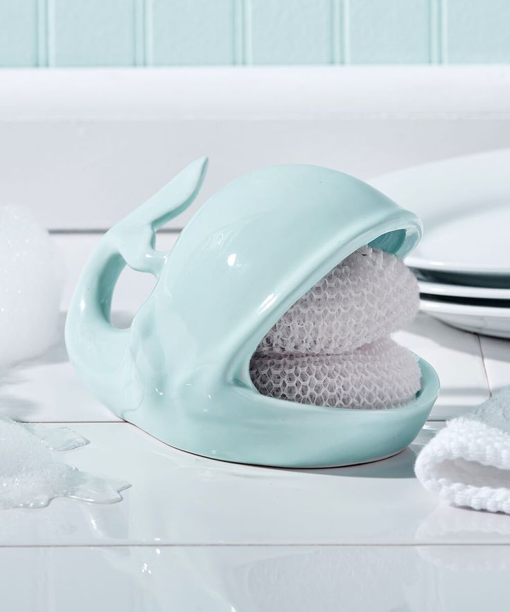 Willy the Whale Sponge Holder Set l Coastal Kitchen l www.DreamBuildersOBX.com http://amzn.to/2pfvyHP http://amzn.to/2spCmml