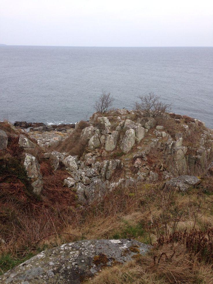 Røverborgen. Kan du finde trappen i klipperne?