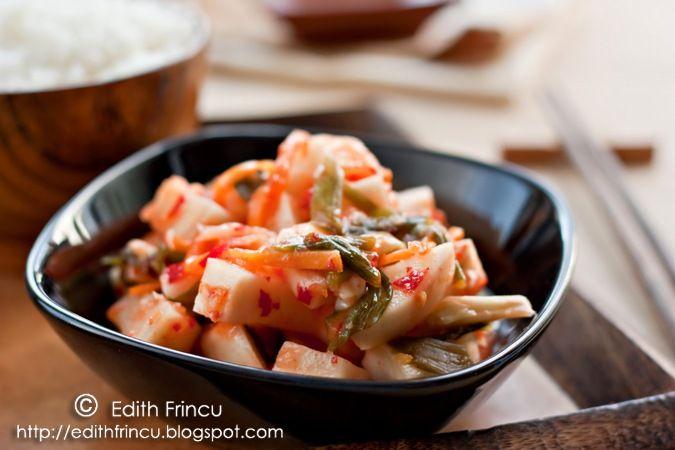 KIMCHI- Imi place mancarea coreeana, si in mod special kimchi-ul. Kimchi-ul este mancarea traditionala a coreenilor care nu lipseste de pe masa lor nici macar la m