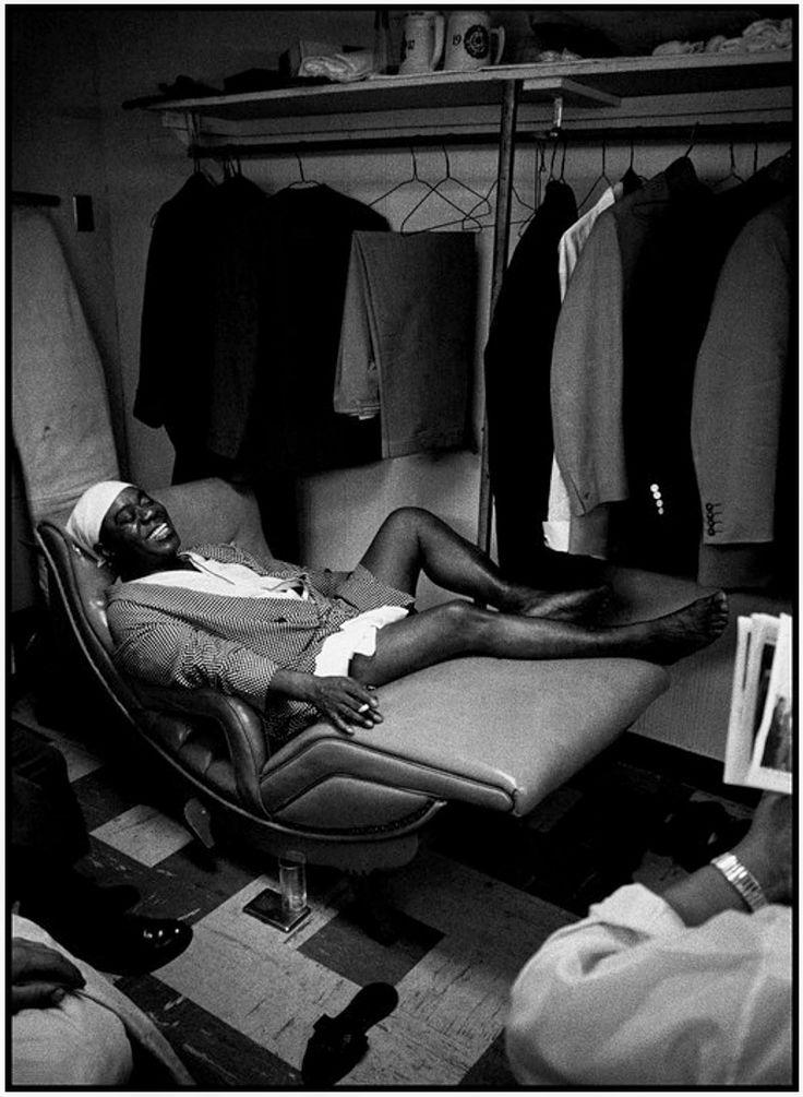 ETATS-UNIS - Philadelphie - 1958 - Le musicien de jazz Louis ARMSTRONG dans sa loge au Casino Latine © Copyright Dennis STOCK / MAGNUM
