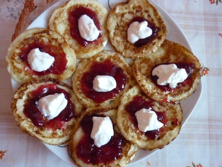 Nadýchané jogurtové lívanečky. Zdravá snídaně, kterou si oblíbíte. U nás doma toto jídlo vyhrává. Autor: Lacusin