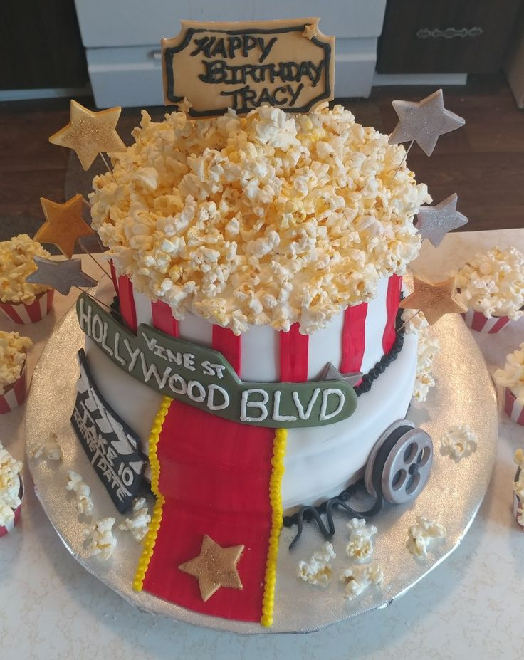 Hollywood cake and popcorn cupcakes