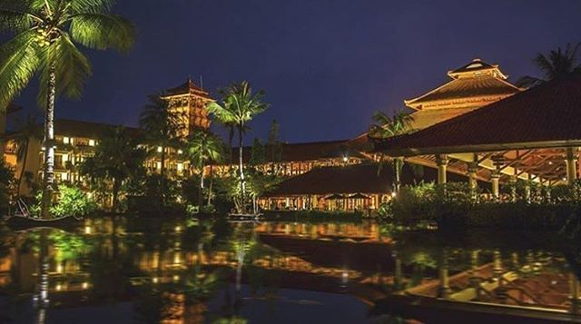 WEBSTA @ ayodyabali - Who doesn't fall in love with this night beauty of our resort #bali #ayodyaresort #holiday #nightview #lagoon Photo by 📷: @wsnbakker 👍🌴