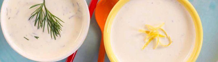En rømmedressing med sitron og dill passer godt til kjøtt eller fisk. Butikkene bugner av ferdige sauser og dressinger, men det er veldig enkelt og litt morsommere å lage de selv. Rømmedressingen kan også brukes som urtedip, til f.eks. å dippe gulrøtter, slangeagurk, sukkererter eller stangselleri.