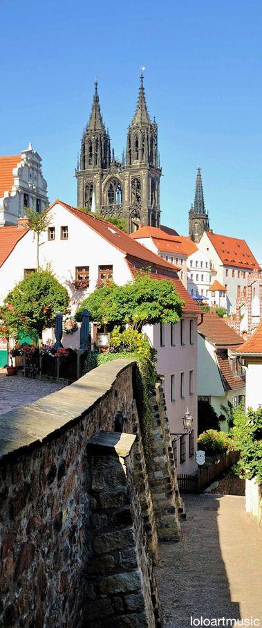 Meißen o Meissen es una ciudad alemana en el estado federado de Sajonia. Está situada a orillas del río Elba cerca de Dresde y tiene una población de más de 25.000 habitantes