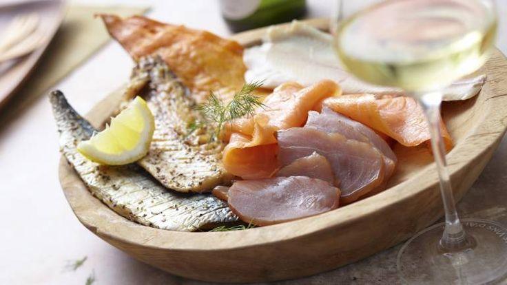Découvrez la recette de assiette nordique - 4 poissons fumés et des conseils professionnels sur le vin d'accompagnement.