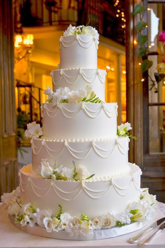 Classic and elegant wedding cake