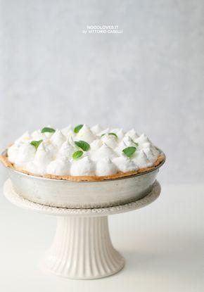 Crostata meringata al limone il dolce soffice, cremoso, fresco, aromatico e... golosissimo!  La ricetta su http://noodloves.it/crostata-meringata-al-limone/  #Crostata #Meringa #Limone #Lemon #Meringue #Tart #Pie #Dessert #Bakery #Buonissimo #Ricetta #Montersino