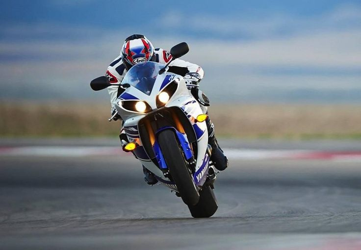 http://daymotorcycle.com/yamaha/2015-yamaha-yzf-r1reviews-specs-and-price/