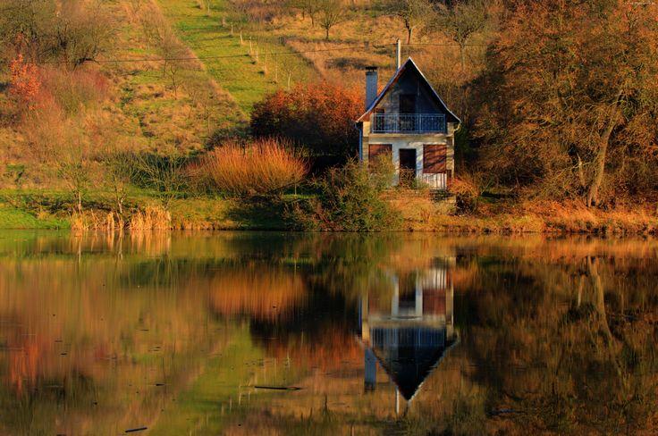 Domek,Jezioro, Odbicie, Drzewa, Jesień