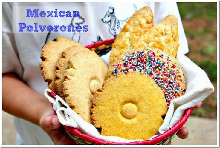 Polvorones, Mexican cookies, with one simple dough you can make different cookies. Is a cookie dough with many faces. Really easy to make, enjoy and share!  #MexicanBread #panMexicano #Polvorones