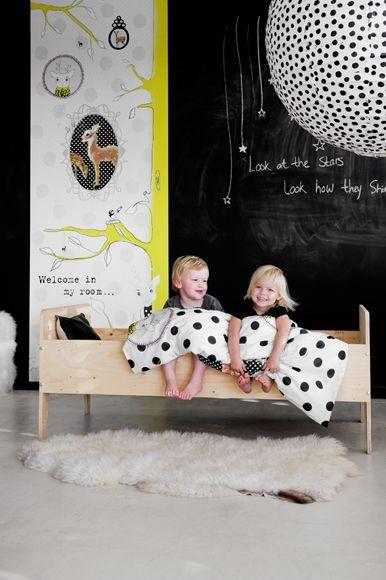 à l'aide d'une peinture à tableau noir spécialement conçue pour écrire à la craie, les enfants peuvent dessiner sur les murs autant qu'ils veulent! Dutch interior style kids bedroom: