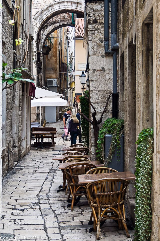 Split - narrow street #theomolenaar.nl #Croatia #travel