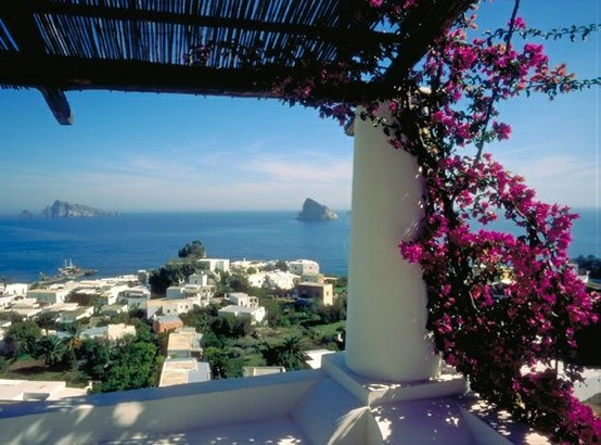 Panarea is the most elegant and fashionable of the islands, a favorite for the young, beautiful and famous for its intense nightlife.