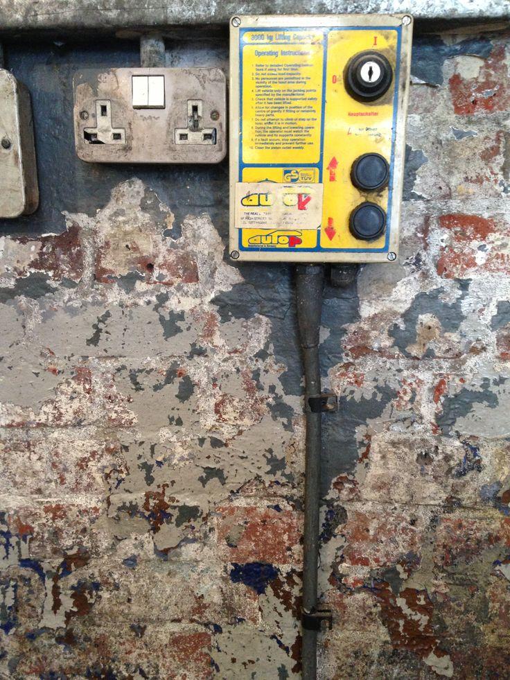 islington citroen garage wall