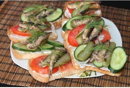 Фото к рецепту: Бутерброды со шпротами
