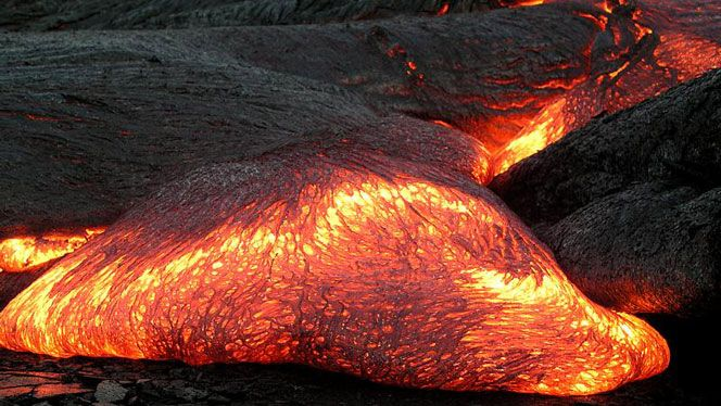 Basalt Silica Content Of : The lava you see in this image is basalt and has low