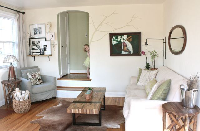 Love everything in this house tour!! From Apartment TherapyCoffe Tables, House Tours, Coffee Tables, Living Rooms, Wood Furniture, Apartments Therapy, Rich Evolve, Evolve Patinas, Cowhide Rugs