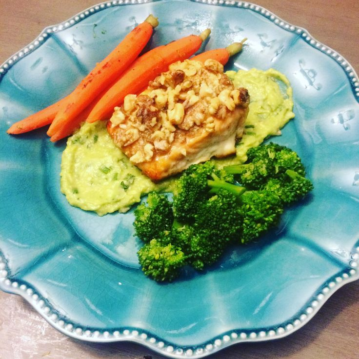 Honey and walnut crusted salmon (bake on 360 for 25 min)  Avocado purée (garlic, lemon juice, salt, red onion)  Steamed carrots and broccoli   Under 1 hour to prep and cook :)