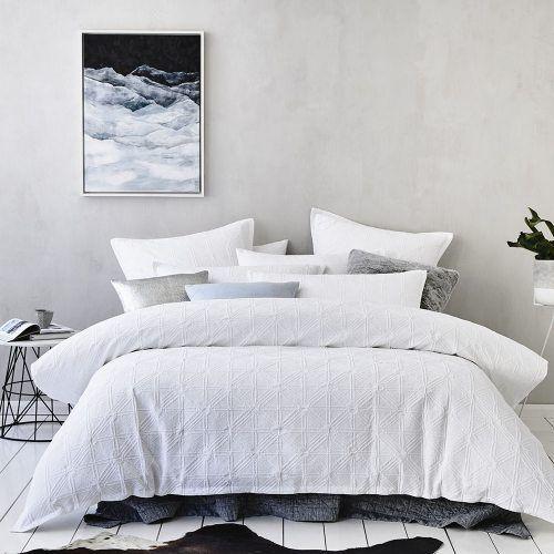 Villa Quilt Cover White