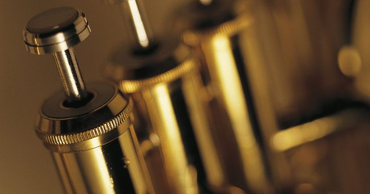 Lista de instrumentos de metal. La sección de metales a menudo es más reconocida por el color brillante y rico que añade a la orquesta, sinfonía o generalmente a cualquier pieza musical, que por atributos clasificables. Estos instrumentos se escuchan con tanta vitalidad como la luz que refleja el metal del que están hechos y producen sonido a través de la reverberación de los ...