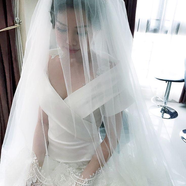 #begorgeousbride#begorgeoussignature#weddingdressdetails#offtheshoulder#classic