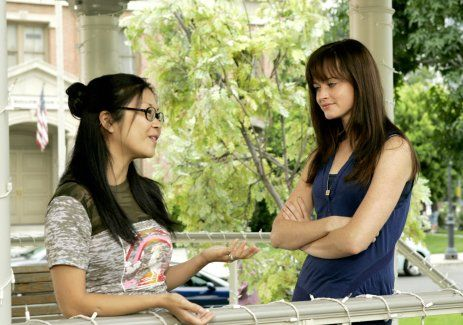 Still of Keiko Agena and Alexis Bledel in Gilmore Girls