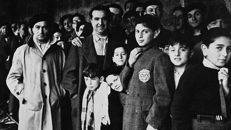 Netanyahu in Paris to commemorate Vel d'Hiv deportation of Jews https://tmbw.news/netanyahu-in-paris-to-commemorate-vel-dhiv-deportation-of-jews  Israeli Prime Minister Benjamin Netanyahu is in Paris to commemorate the victims of a mass arrest of Jews in Nazi-occupied France in 1942.More than 13,000 Jews were rounded up and detained at a cycling stadium, the Velodrome d'Hiver, before being deported to Nazi death camps.Mr Netanyahu will also hold direct talks for the first time with French…