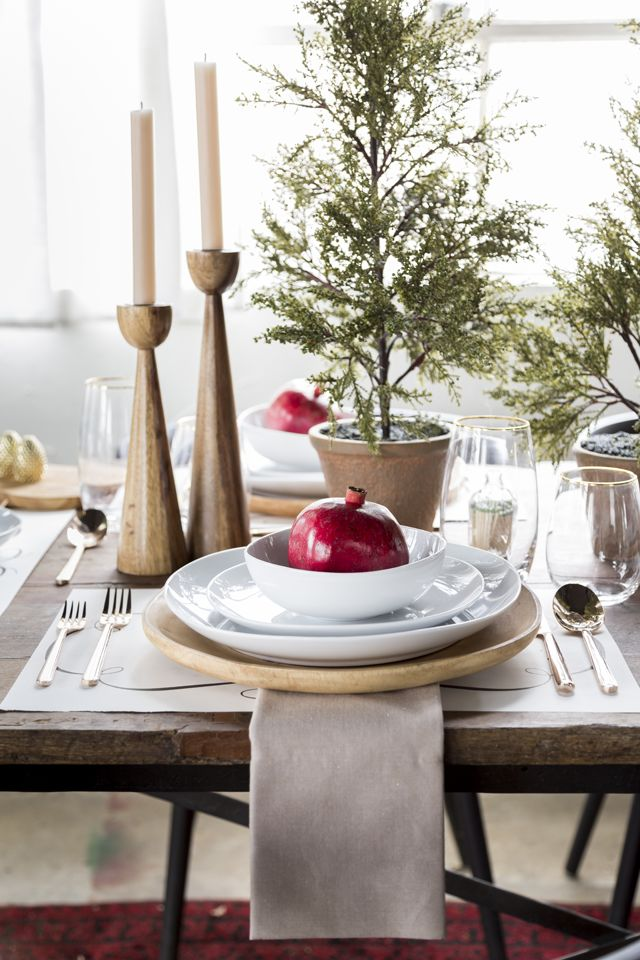 Design and dine giveaway win this holiday table decor for Pomegranate interior design decoration