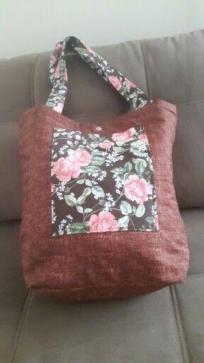 Bolsa sacola pode ser usada dos dois lados.
