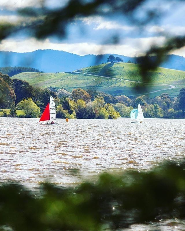 Last long weekend Instagrammer @_capitalgirl spotted sailboats out and about on Canberra's Lake Burley Griffin. How did you choose to spend your long weekend in the national capital? #visitcanberra #onegoodthingafteranother