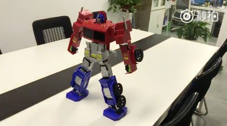 One Chinese robot manufacturer has revealed a Transformers toy that can actually transition from standing to truck-state all on its own.