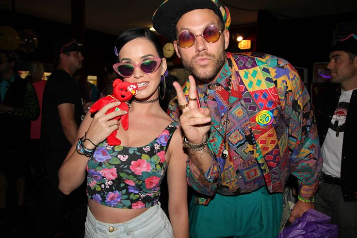 Katy Perry goes to 90s themed rollar rink birthday party