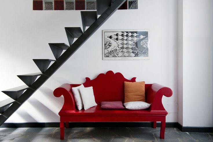 Incantevole esempio di recupero architettonico. Da deposito fino agli anni '40 a loft dal gusto vivace, inserito nel pieno centro di Catania.