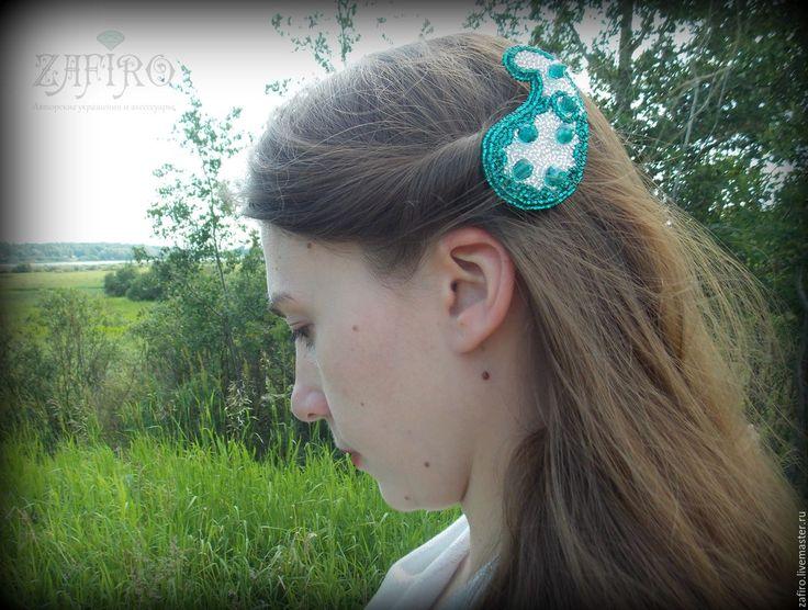 """Купить Заколка (повязка на голову) из бисера """"Пэйсли"""" серебристый, изумрудный - украшение из бисера, заколка из бисера"""