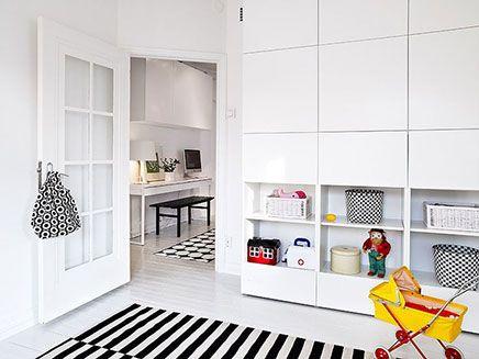 omgekeerd vierkant en dan rechthoek dicht daarna open vakken IKEA Besta kast