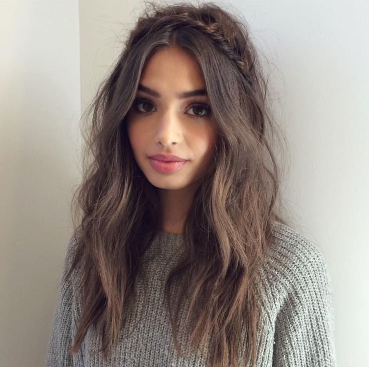 Messy bed head tousled bride hair by Britt Sully