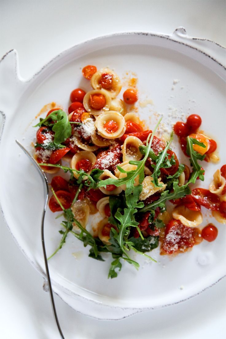 Garlic fried tomato orrchiette with arugula - No sauce, just fried tomatos!