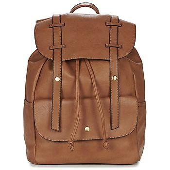 Den här säsongen satsar vi på den här ryggsäcken från Moony Mood tillverkad i syntet. Modellen heter Foufou och har en sympatisk brun färg! De många fickorna och den mellanstora storleken gör den fulländad!   - Färg : Kamel - Väskor Dam 359,00 kr
