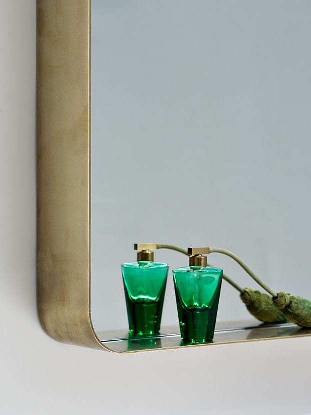 CYPRIS MIRROR | ClassiCon | Nina Mair | architecture | design | austria | round burnished brass frame | mythical elegance | dimensions: WxLxH = 60x180x10 cm WxLxH = 70x70x10 cm
