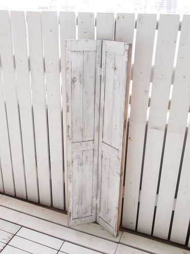 フレンチ&ナチュラルstyle ベランダの衝立でクローゼットをDIY 即出来上がりの写真です(^^ゞ扉は白に塗りなおして後は木枠を組んだだけですいつもは1×4材を組み合わせて家具を作っているのですが最近近くのホームセンターのものが ...