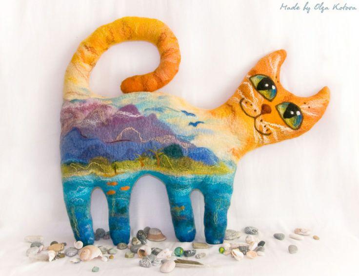 подушка-кот войлочная, подушка из войлока, горный кот