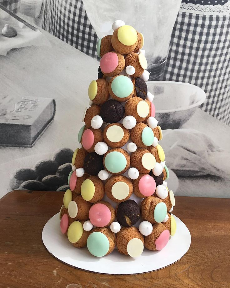 "49 mentions J'aime, 2 commentaires - CHOUX Bakery (@chouxsf) sur Instagram : ""Impress your guests on your next event with this gorgeous cream puff tower. We can customize it to…"""