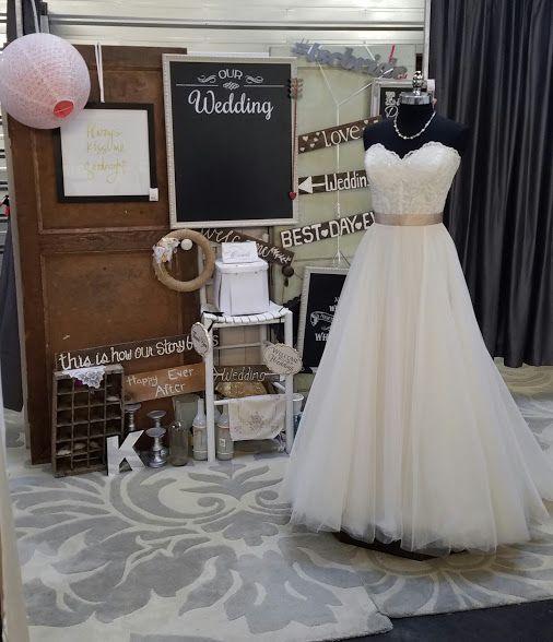 Can't go wrong with lace and tulle!  #tscbride #theshabbychicbride #wedding #oregonbride #orbride #bride #love #brideandgroom #consignment #bridalconsignment #preloved #swoon #salembride #sayyestothedress #brideonabudget #savvybride #rusticwedding #pnwwedding