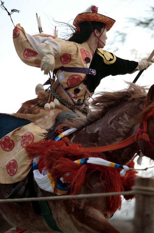 Yabusame, Japanese ritual mounted archery. 流鏑馬